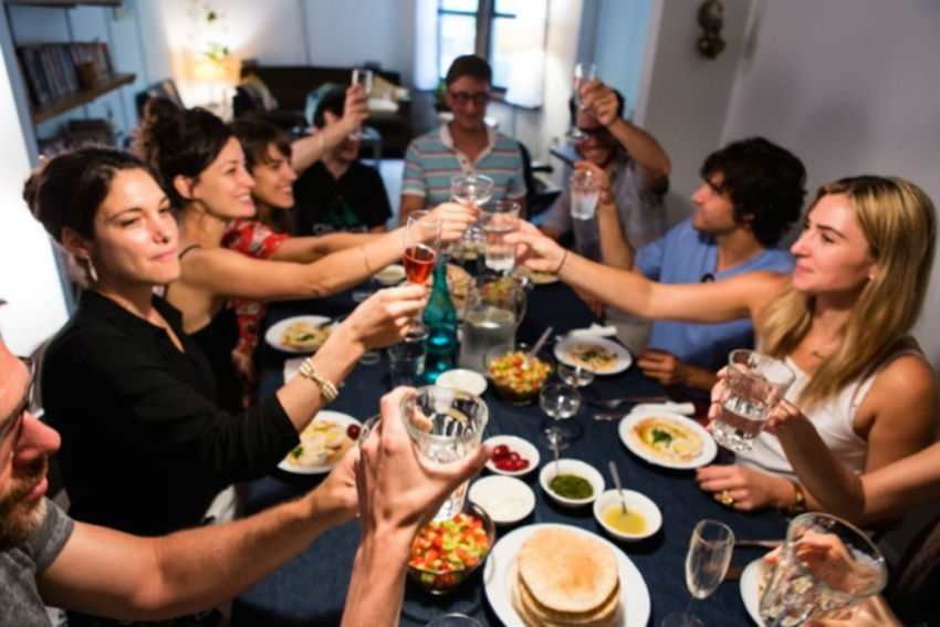 The idea here is also to connect hosts with people who are looking to have a local genuine dining experience. Image Source: Kosher Like Me